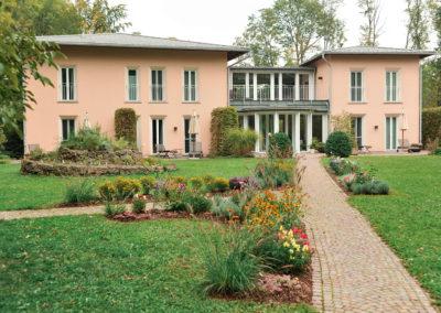 Gästehaus mit Beeten